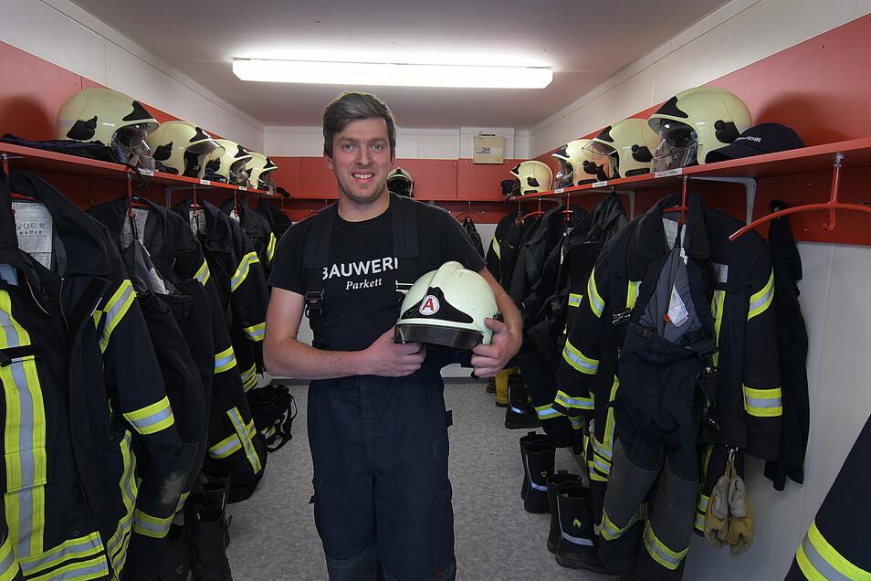 Robert Prosch, Ortswehrleiter der Gersdorfer Wehr, forderte  zur Rettungsaktion die Drehleiter der Leisniger Feuerwehr an.