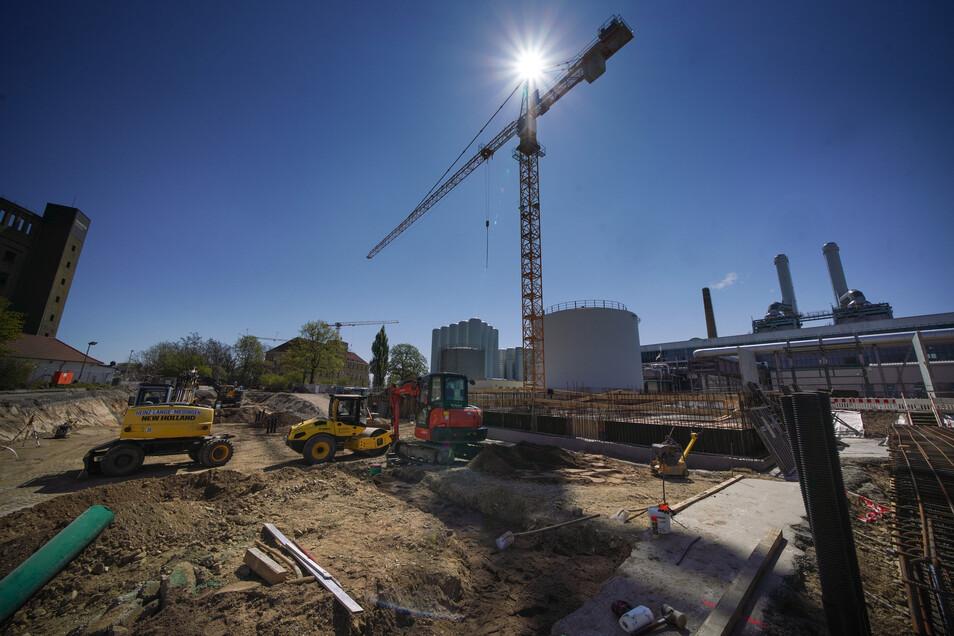 Ein Blick auf die Baustelle des neuen Reicker Kraftwerks während der Grundsteinlegung im April dieses Jahres. Bis Ende 2021 soll der Bau beendet werden.