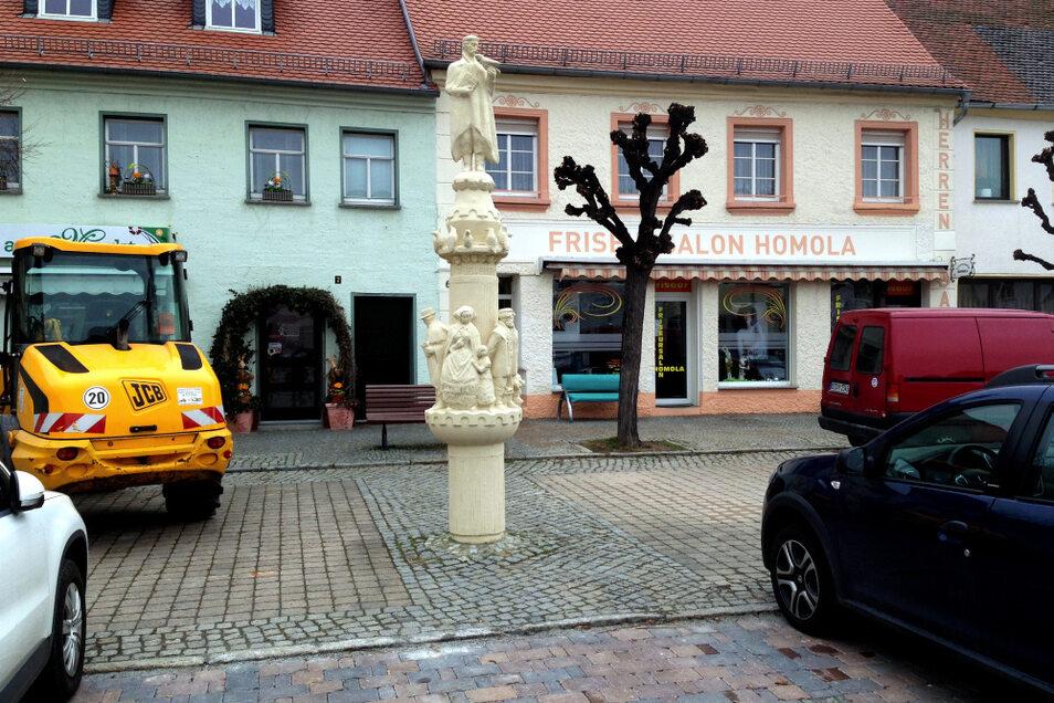 Krabat-Säule auf dem Marktplatz Wittichenau.