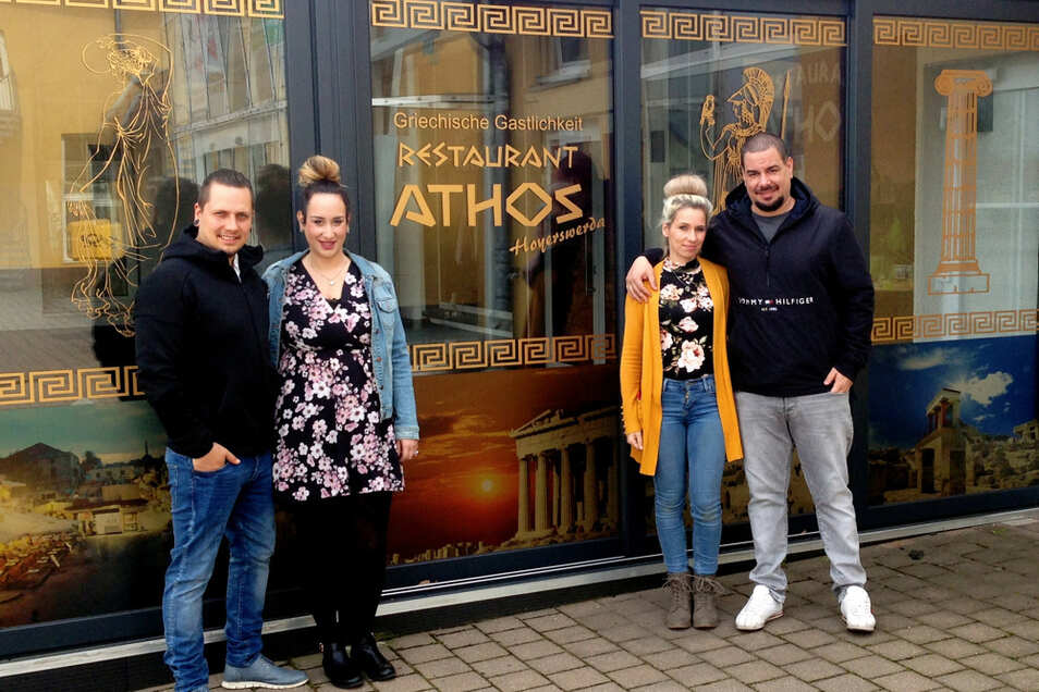 Das ist ein echter Familienbetrieb – von rechts nach links: Athos-Inhaber Georgios Ntouskas; Manon Ntouskas, seine Ehefrau; Georgios' Schwester Vasia Ntouska und ihr Ehemann Alexander Ntouska.