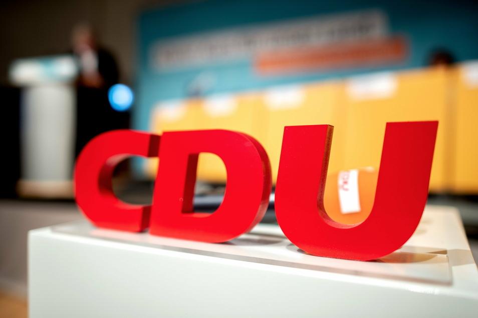 Die CDU hat 2020 deutlich mehr Spenden erhalten, als die anderen Parteien im Bundestag.