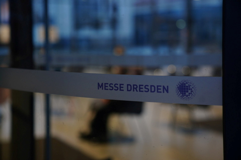 Im Impfzentrum in der Messe Dresden ist am Montag kaum Betrieb, auch weil Impfungen abgesagt werden mussten.