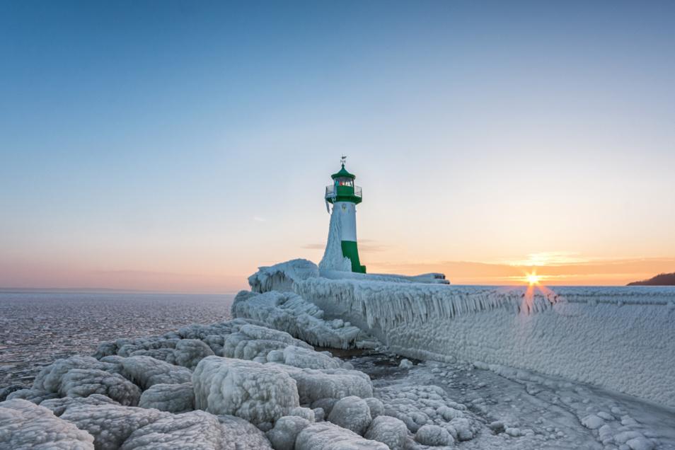Beliebtes Fotomotiv: Der Leuchtturm am Hafen Sassnitz auf Rügen.