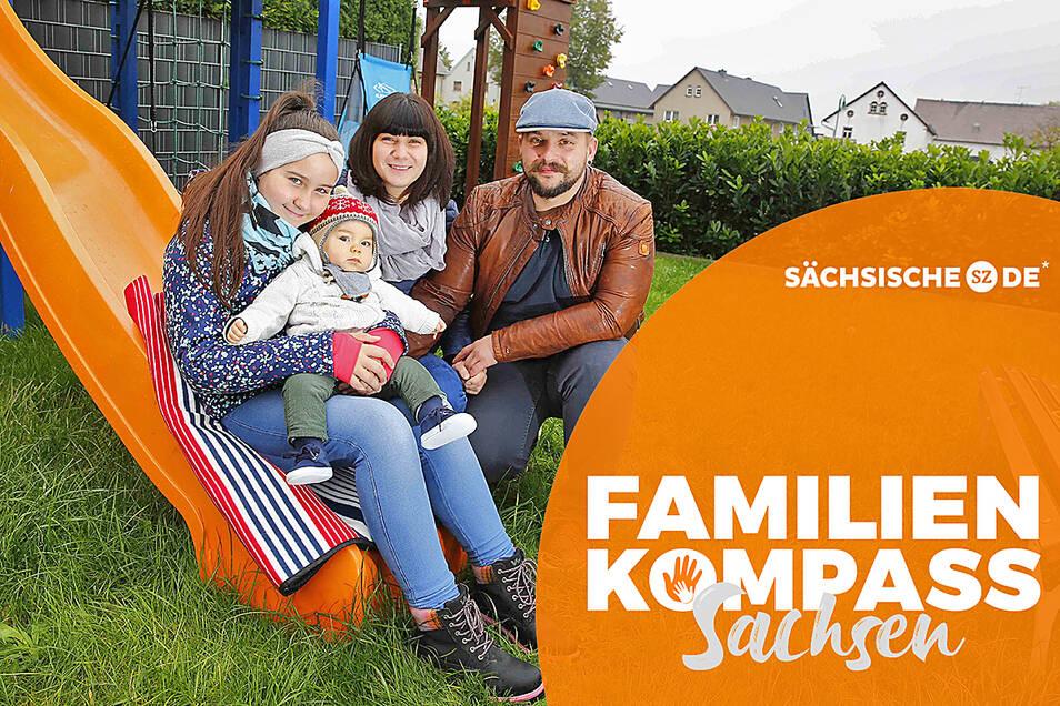 Kristin Lehmann und Philipp Obst verbringen mit den Kindern Lena und Jonathan viel Zeit in ihrem Garten in Wendischbaselitz. Wenn sie etwas erleben wollen, müssen sie ins Auto steigen.