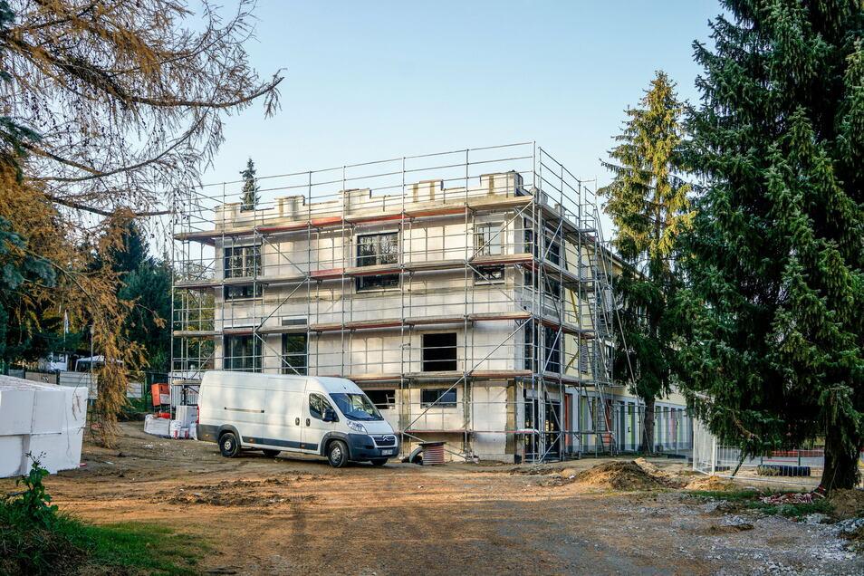 Von außen ist der Anbau an die Kindertagesstätte Hummelburg in Großpostwitz fast fertig. Wegen der Arbeiten war die Kita jetzt einen Tag nicht nutzbar - ungeplant.