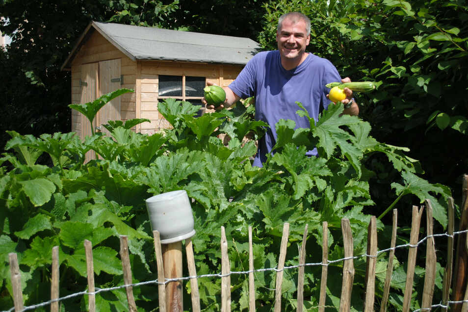 Baut sein Obst und Gemüse jetzt weitgehend im eigenen Garten an: Armin Schumann ist vom Luisenhof in seine eigene Genusswerkstatt nach Pulsnitz gewechselt.