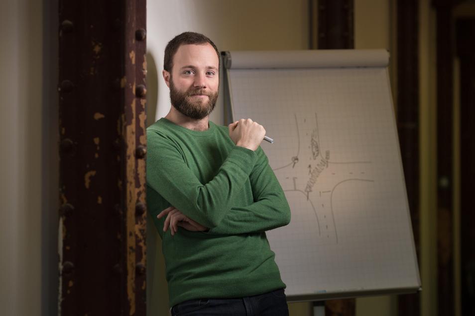 Benjamin Riesser betreibt eine Fahrschule in Berlin. Er würde gerne das System reformieren und den theoretischen Unterricht online anbieten.