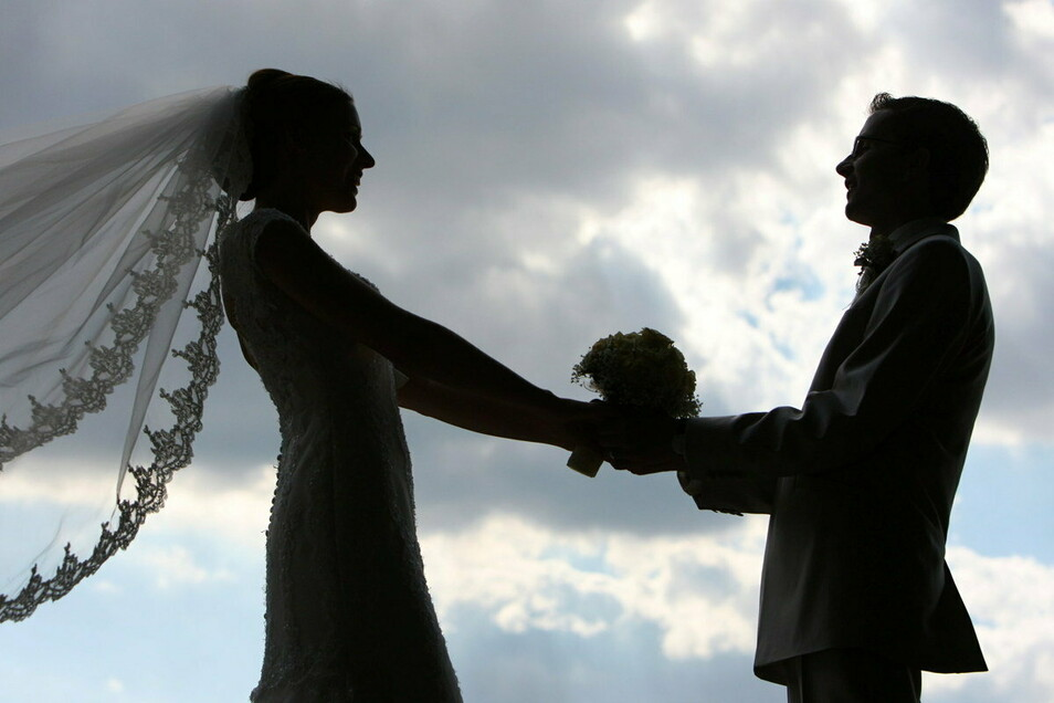 Längst nicht jede Braut nimmt mit der Hochzeit auch den Nachnamen ihres Mannes an.