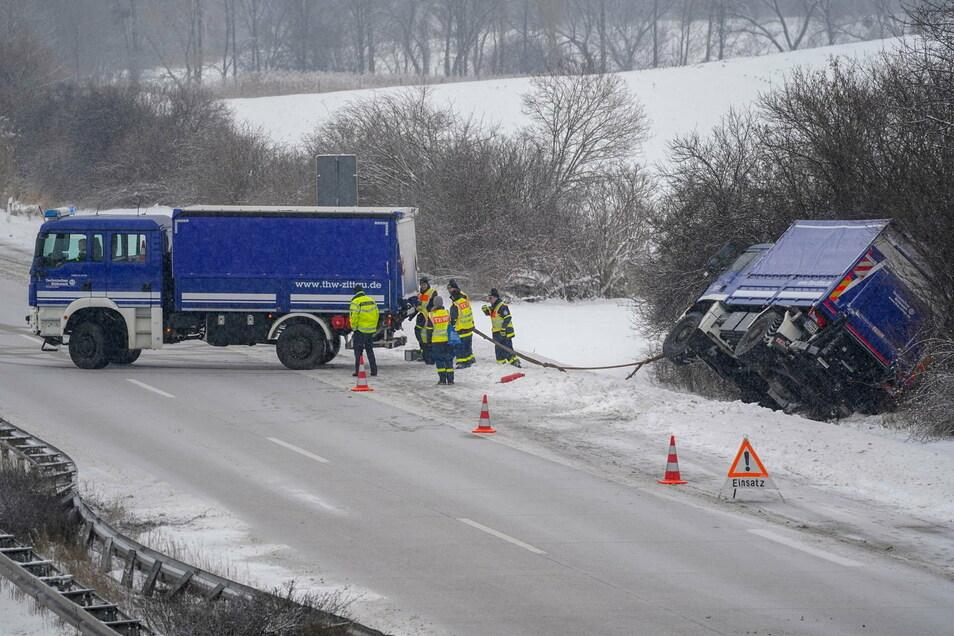 Ein Fahrzeug der Zittauer THW-Ortsgruppe ist beim Einsatz auf der Autobahn selbst verunglückt.