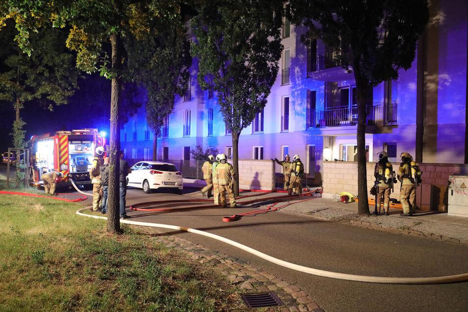 Der Notruf ging gegen 3.10 Uhr in der NAcht zum Montag ein. Im Einsatz waren Feuerwehrleute der Wachen Altstadt und Löbtau.