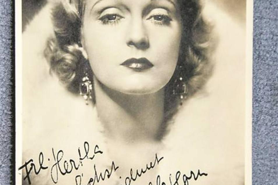 Eine Autogrammkarte mit Widmung von Leinwanddiva Camilla Horn.