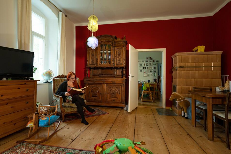 Schlossbesitzerin Mandy Auerswald hat es sich in der Beletage gemütlich gemacht.