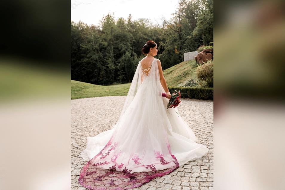 Anja Urban-Lauer hat für ihr eigenes Braut-Outfit ihren Schleier selbst gefärbt.
