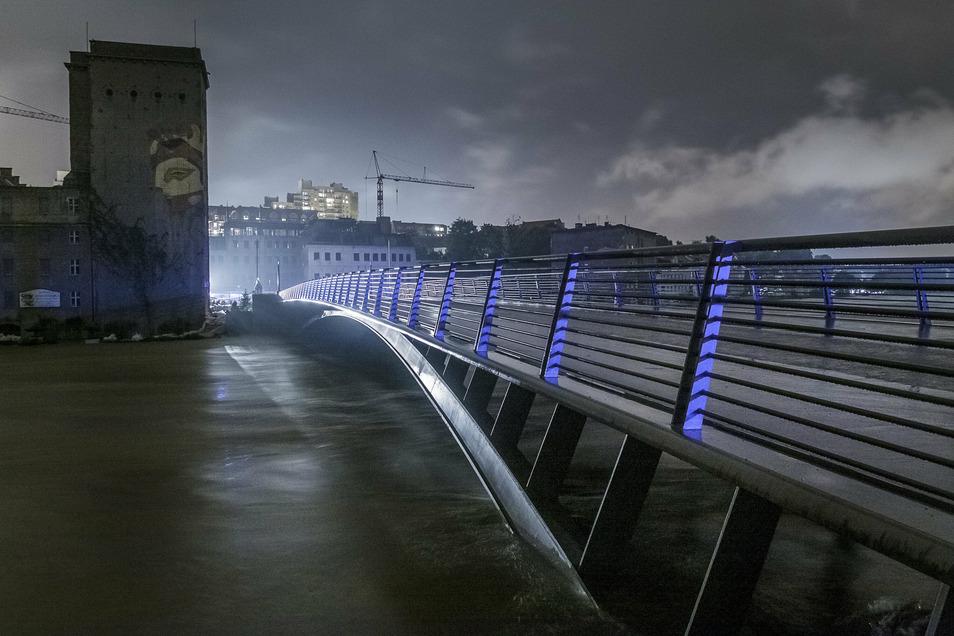 Viel fehlte nicht, um auch die Altstadtbrücke zu überfluten.