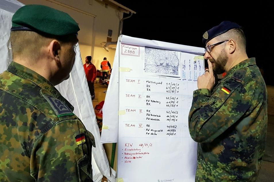 Die Bundeswehr unterstützt bei der Notversorgung.