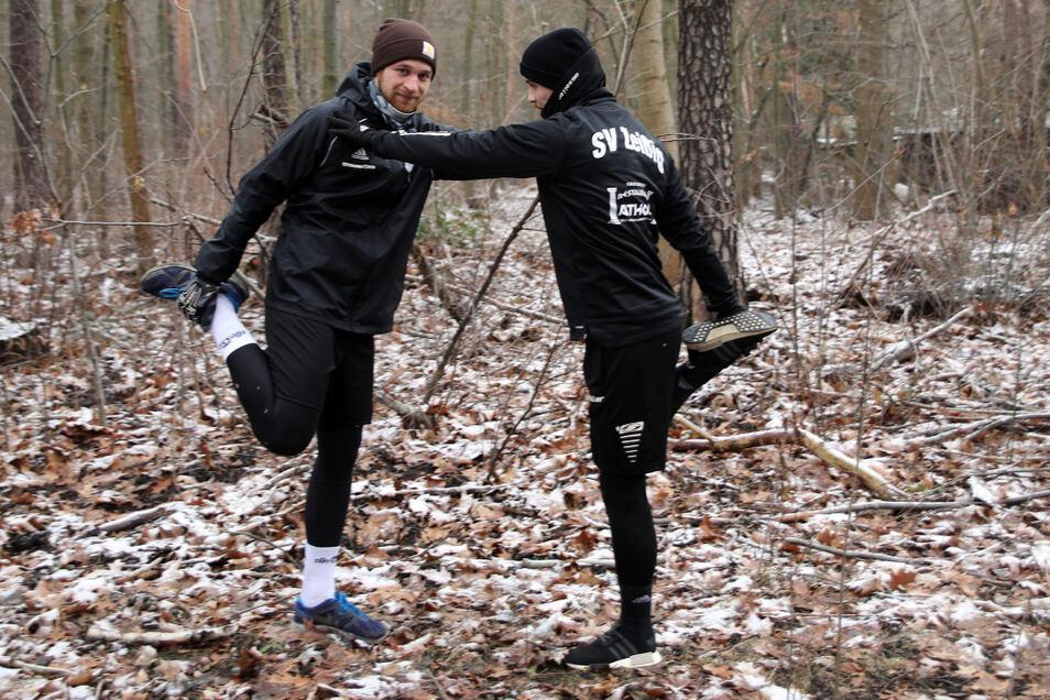 Philipp Witschas (SpVgg Lohsa/Weißkollm -links-) und Benjamin Müller (SV Zeißig) beim individuellen (Lauf-) Training nach Vorgaben des Übungsleiters.