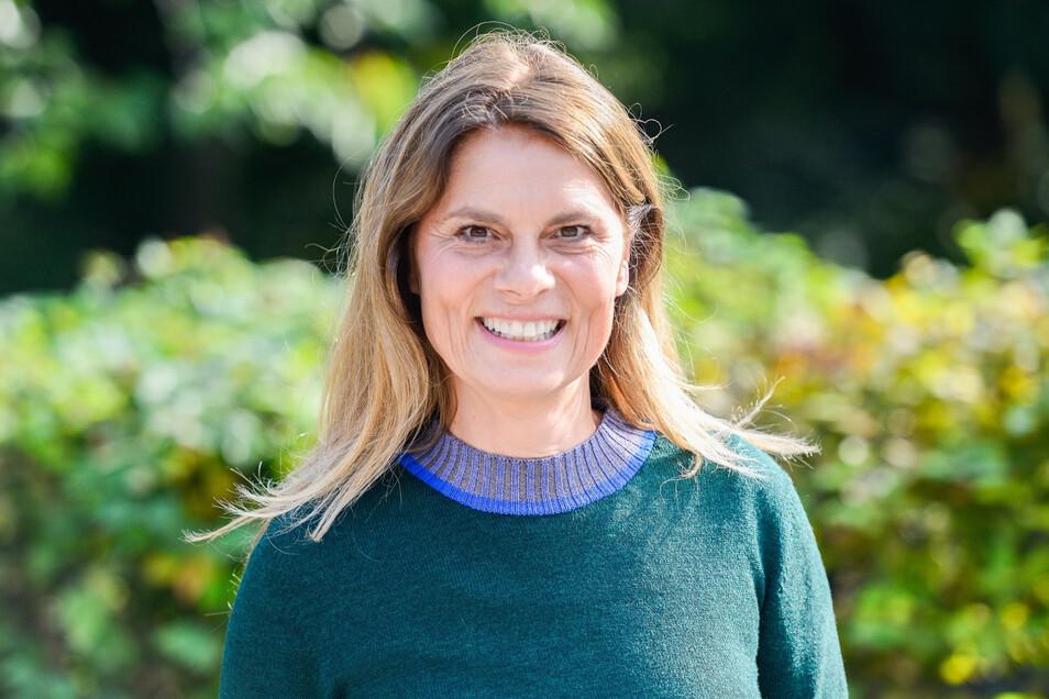 Sarah Wiener ist Köchin, Autorin und Unternehmerin. Mit ihrer Stiftung setzt sie sich für praktische Ernährungsbildung für Kinder ein.