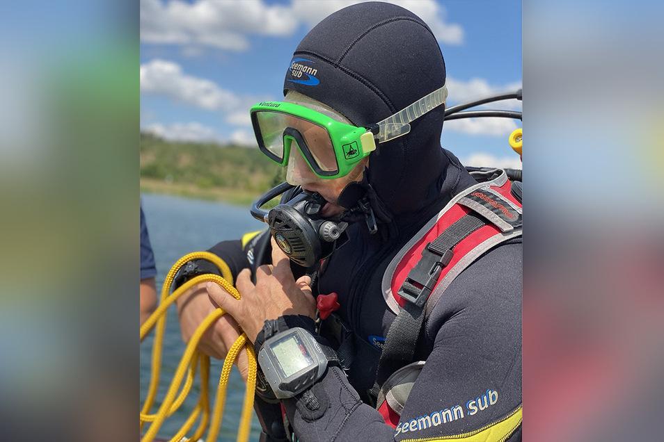 Sporttaucher haben für die Rettungsschwimmer der DRK-Wasserwacht die Beschaffenheit unter Wasser erkundet. Damit im Notfall so viele Informationen wie möglich vorliegen.