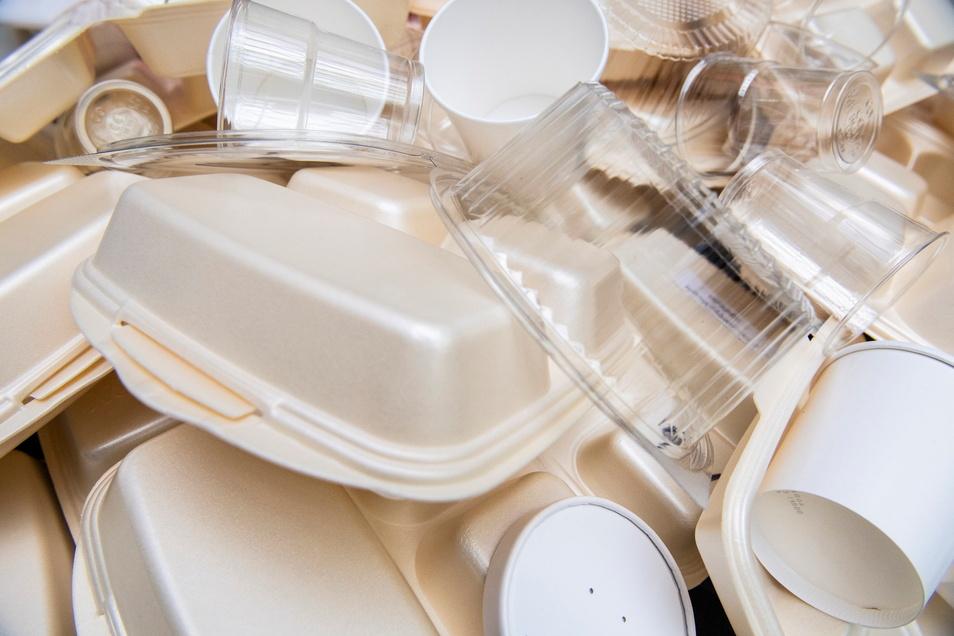 Eine EU-Richtlinie verbietet ab 3. Juli die Herstellung zahlreicher Einweg-Plastik-Produkte.