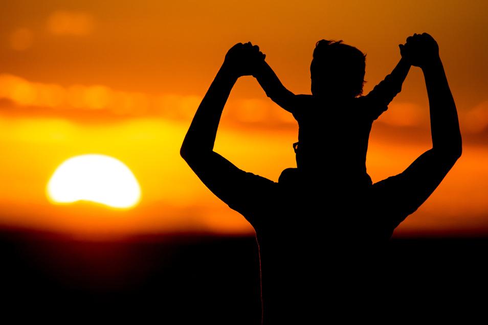 Freude auf den Papa: Kinder brauchen beide Elternteile.