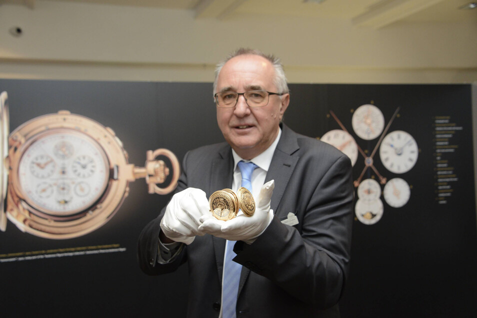 Zum Fundus von Reinhard Reichel gehören viele historisch wertvolle Zeitmesser.