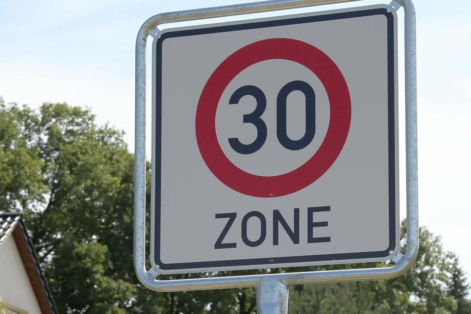 Neben dem Verkehrsfluss sollen bei dem Modellversuch auch die Auswirkungen auf Schadstoffemissionen und Verkehrssicherheit untersucht werden.