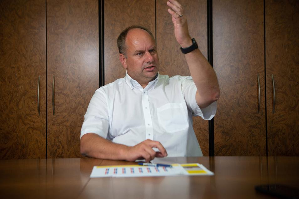 Dresdens Oberbürgermeister Dirk Hilbert (FDP) spricht über Finanz-Probleme durch Corona und weshalb er keine Strafe für seine Masken-Aktion erwartet.