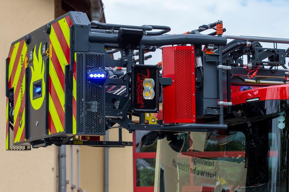 Der Rettungs- und Sicherungskorb kann bis zu fünf Personen transportieren.