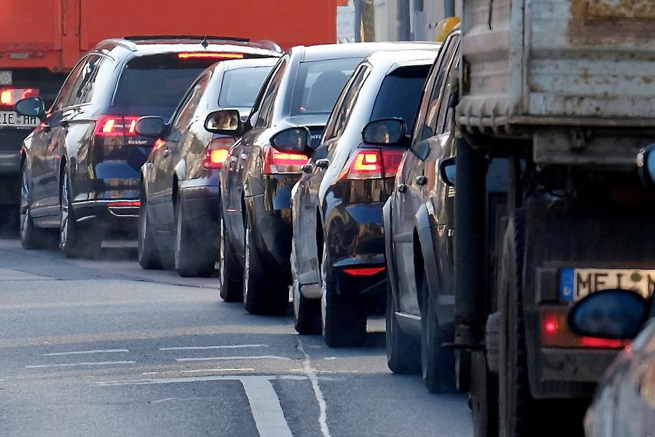 Meißen im Stau: Über Messstationen soll vor allem der Durchgangsverkehr aus der Stadt herausgehalten werden.