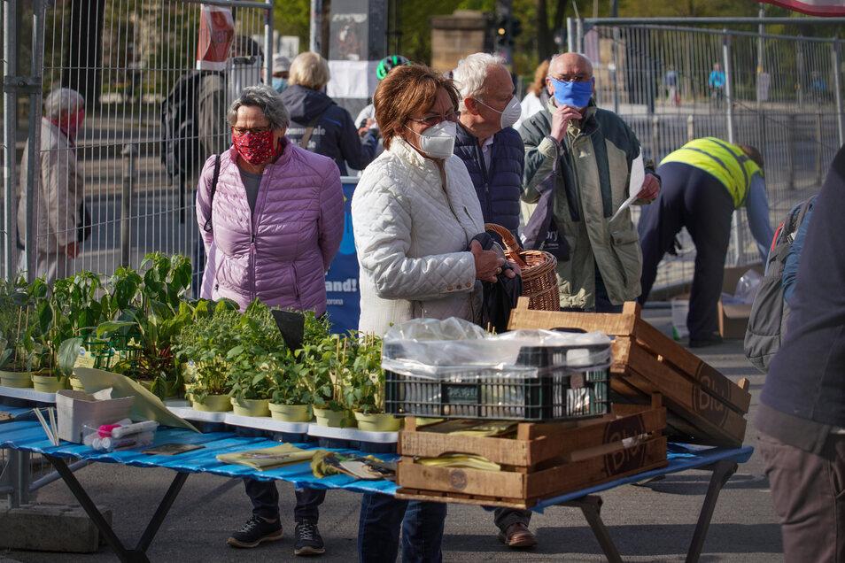 So wie hier auf diesem Markt gilt am Sonntag auch beim Bauernmarkt in der Hebelei Maskenpflicht.