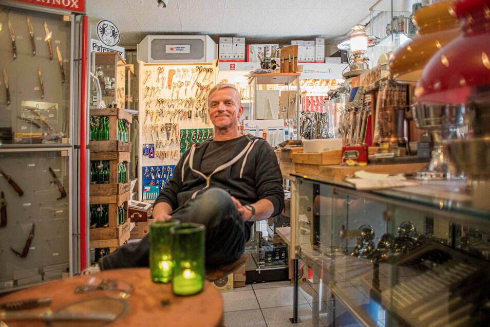 Matthias Kahl hat seinen Laden in Kamenz seit dem ersten Lockdown geschlossen. Aufträge für die Schleiferei nimmt er aber weiterhin an.