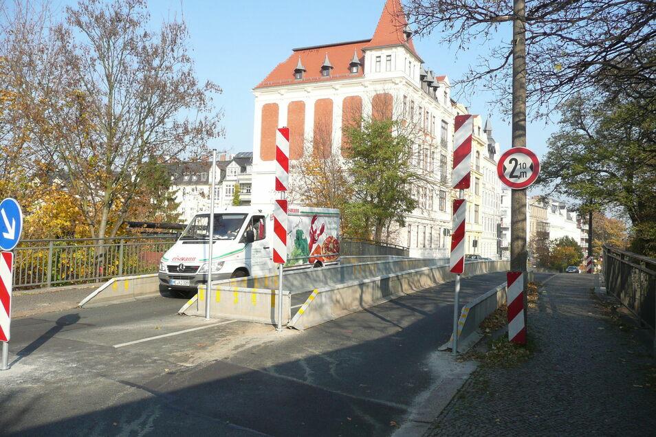 Seit Jahren ist die Blockhausbrücke für größere Fahrzeuge gesperrt. Grund ist der schlechte Zustand des Bauwerks.