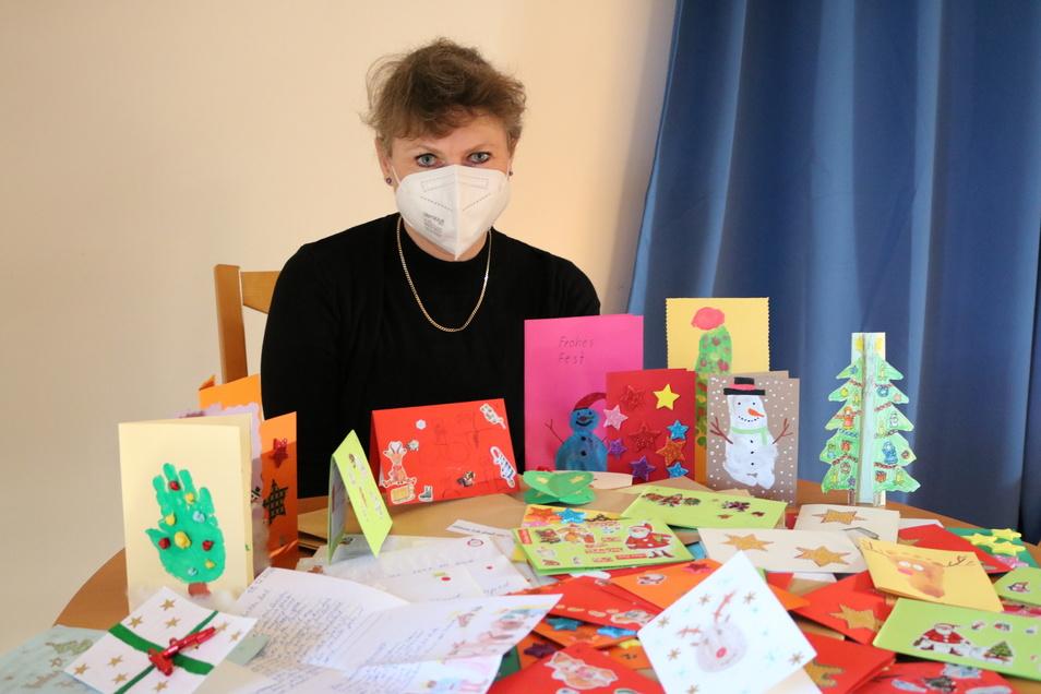Manuela König kann die Weihnachtskarten nicht wie geplant selbst verteilen.