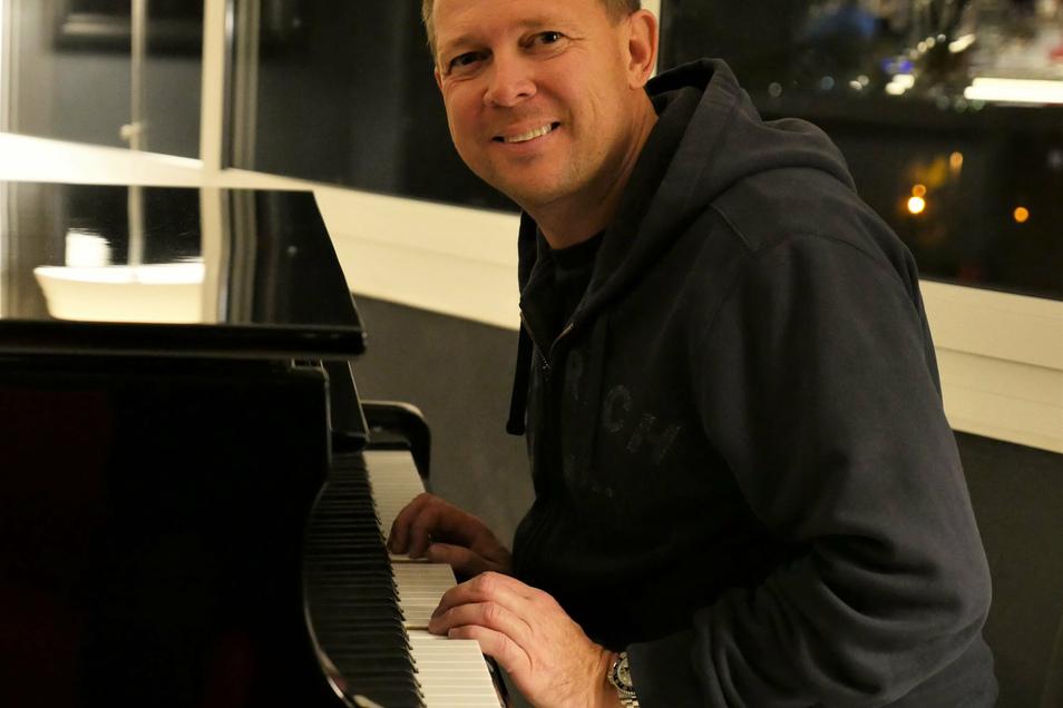 Alex Blue, alias Alexander Bormann, kann derzeit nicht wie geplant im Studio auf Mallorca arbeiten. Musik machen will er trotzdem.