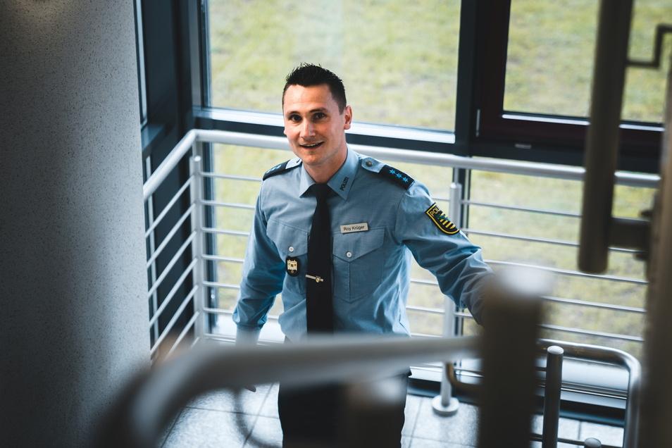 Der Dresdener Roy Krüger hat mitten in der Coronazeit das Studium an der Sächsischen Polizeihochschule begonnen. Lernen unter Pandemiebedingungen verlangt auch ihm mehr als in normalen Zeiten ab.