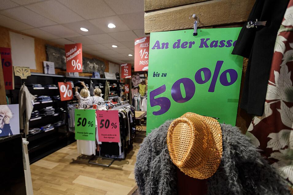 Bei der Jeans Welt ist noch bis Ende des Monats Räumungsverkauf. Der Inhaber möchte kürzer treten, die Zittauer Filialen bleiben aber.