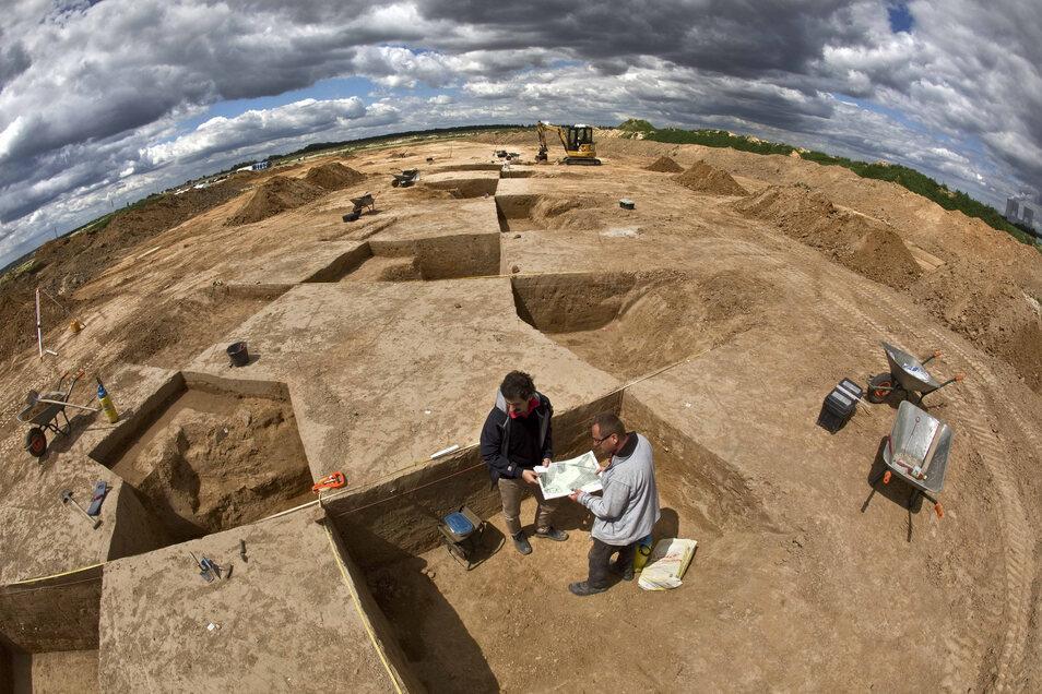 2016: Vorbereitungen für den Abbau im Tagebau bei Groitzsch. Hier finden die Archäologen immer wieder Spuren einer Jahrtausende alten Besiedlung. Auch Brunnen.