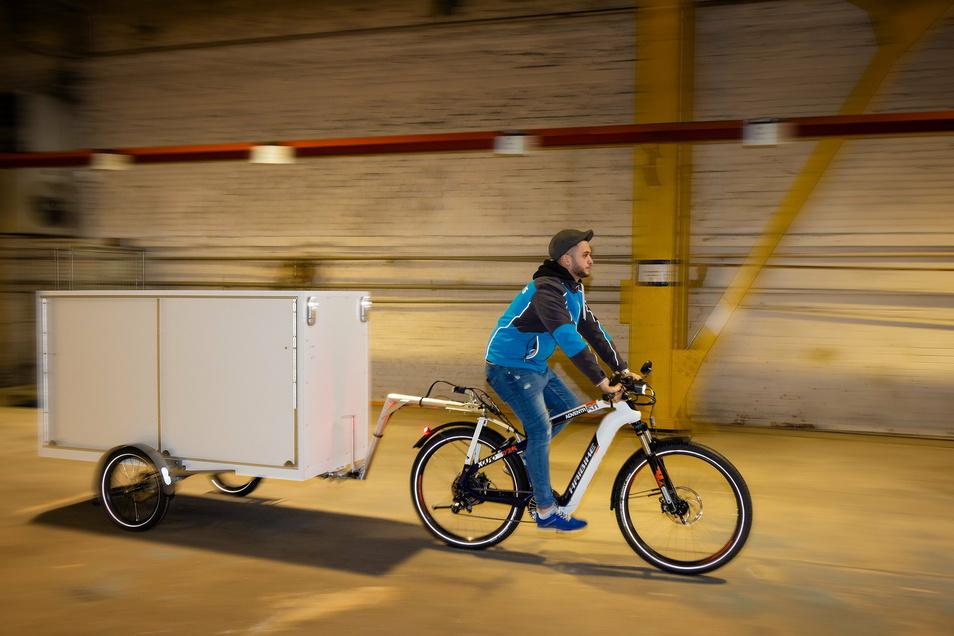 Hermes-Boten wie Mohamed Alhamoui fahren ab Frühjahr per Rad auf der Straße