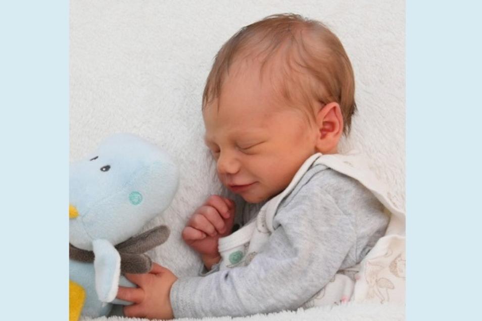 Elian Geboren am 12. Juni Geburtsort Kamenz Gewicht 3200 Gramm Größe 48 Zentimeter Eltern Lena Schulze und Tobias Schäfer Wohnort Bischofswerda Foto: Babysmile
