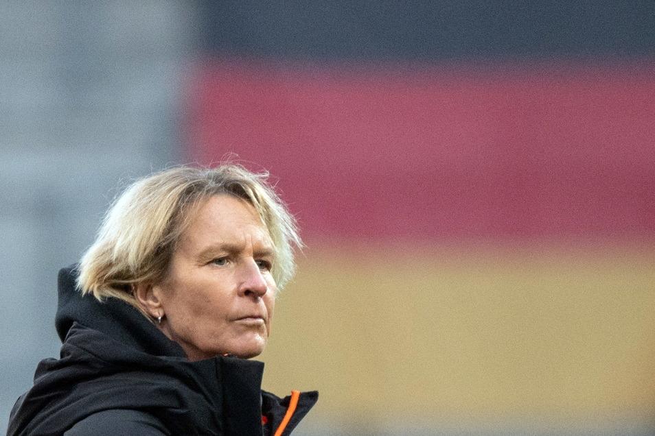 """""""Dass das heute noch passiert, zeigt tatsächlich, wie wenig akzeptiert Frauen zum Teil in der männerdominierten Fußball-Welt immer noch sind:"""" Bundestrainerin Martina Voss-Tecklenburg"""