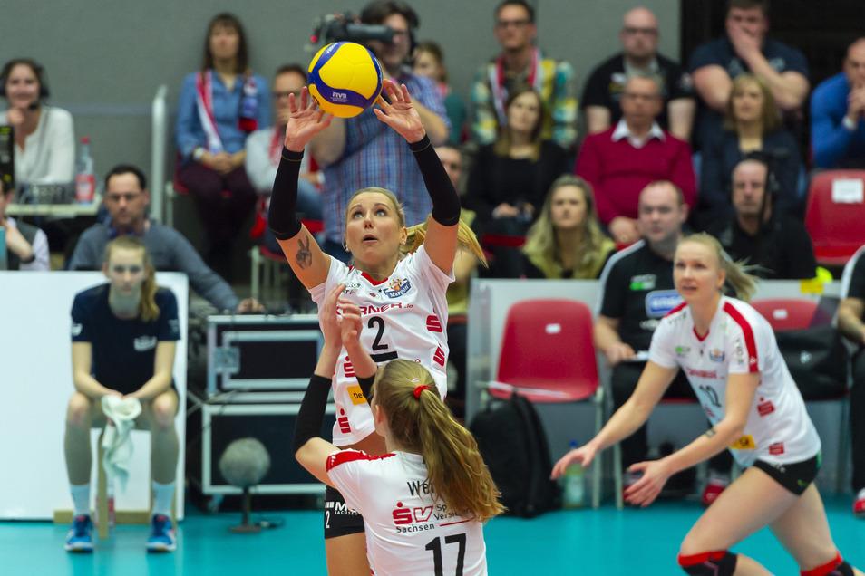 Mareen von Römer (l.) und ihre Volleyballerinnen spielen - nun doch nicht.