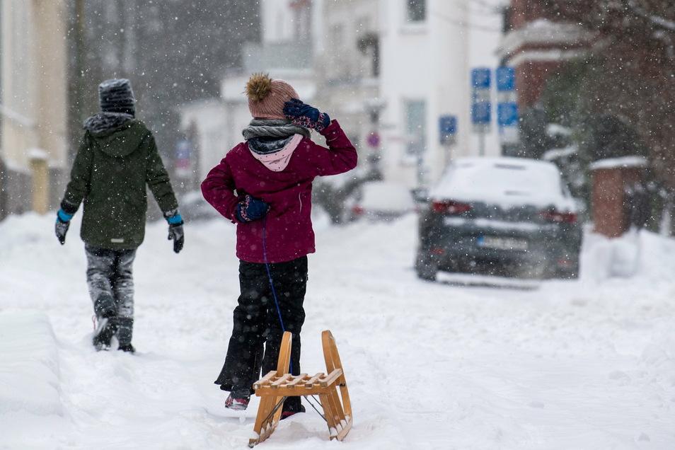 Homeschooling, nur eingeschränkte Sport-Möglichkeiten und weniger Treffen mit Freunden: Die Corona-Pandemie hat den Alltag von Kindern und Jugendlichen in Deutschland total verändert.