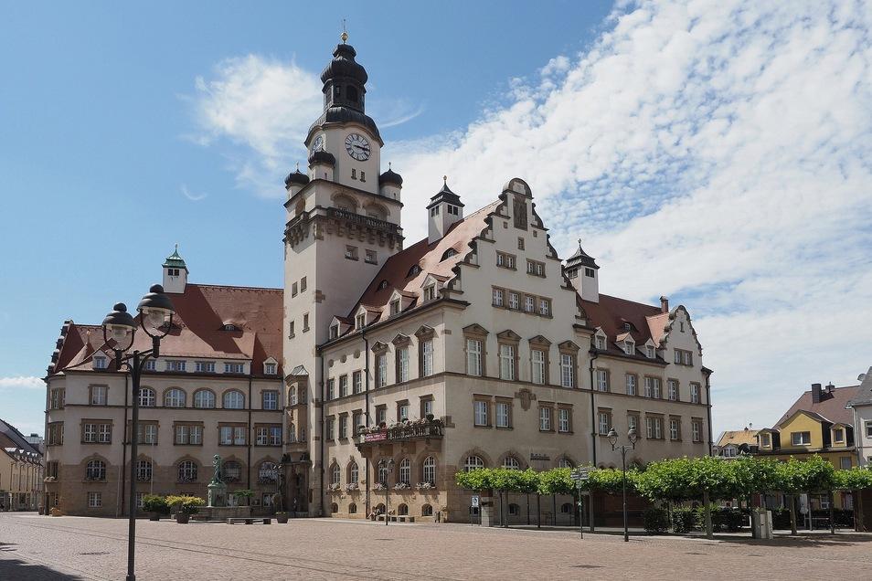 Das Rathaus von Döbeln. Auch zahlreiche Händler aus Döbeln und Umgebung sind schon bei #ddvlokalhilft dabei - und es werden stetig mehr. Wir arbeiten daran, sie alle nach und nach online zu stellen!