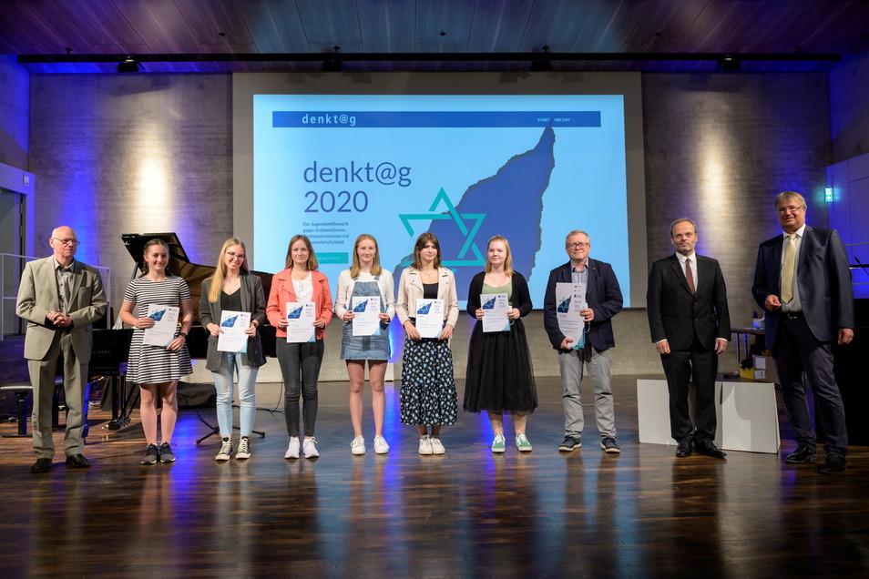 Schöner Erfolg für Jugendliche aus Meißen und Großenhain: Die Gymnasiasten wurden als Preisträger bei einem Geschichts-Wettbewerb der Konrad-Adenauer-Stiftung in Berlin ausgezeichnet.
