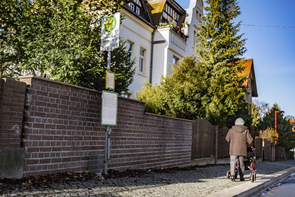 Solche schlichten Haltestellen im öffentlichen Nahverkehr gibt es wohl etliche in Großröhrsdorf. Ein Stadtrat machte nun Verbesserungsvorschläge.