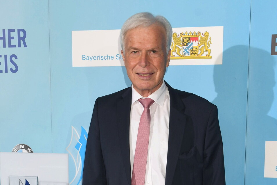 """Der Journalist Rainer Holzschuh, früher Herausgeber des """"Kicker""""-Sportmagazins, ist im Alter von 77 Jahren gestorben."""