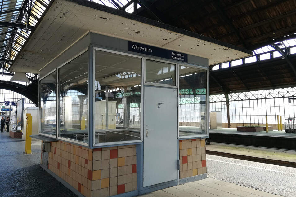 Beheizte Wartehalle auf dem Bahnsteig 9/10 am Görlitzer Bahnhof