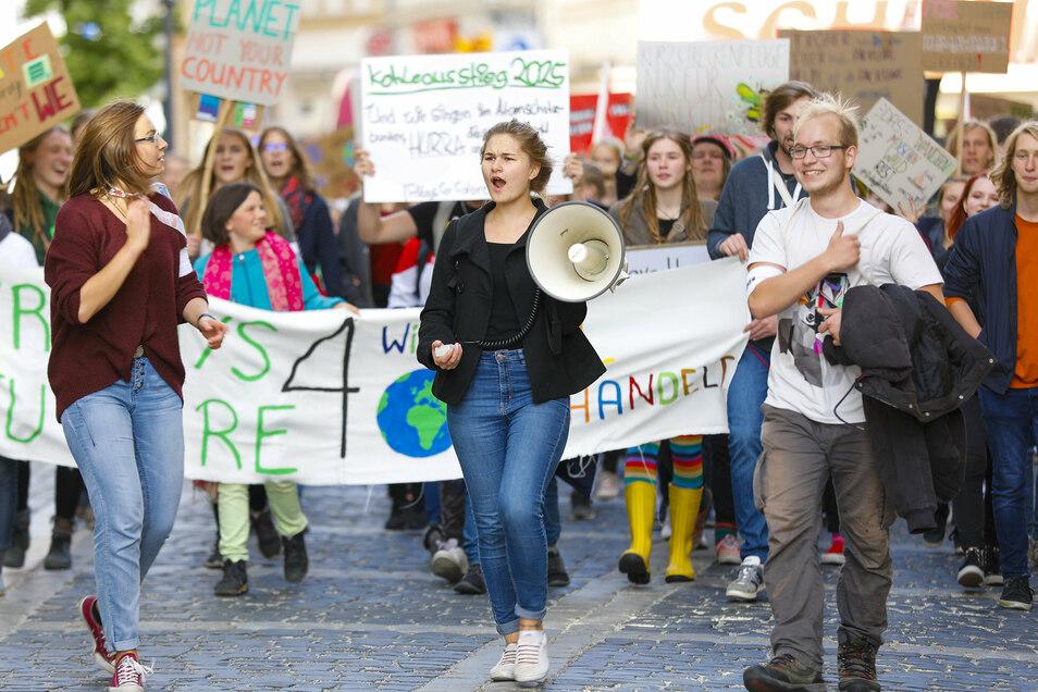 """Aktivisten von """"Fridays for Future"""" demonstrieren wieder in Zittau."""