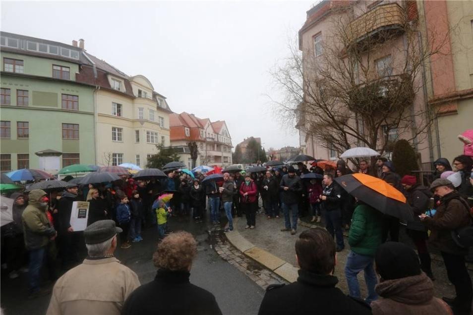 Bei einer Spontandemo versammelten sich am Sonntagnachmittag  in Bautzen zahlreiche Menschen. Sie wollen  zeigen, dass die Stadt nicht nur die Heimat von Fremdenfeinden ist.