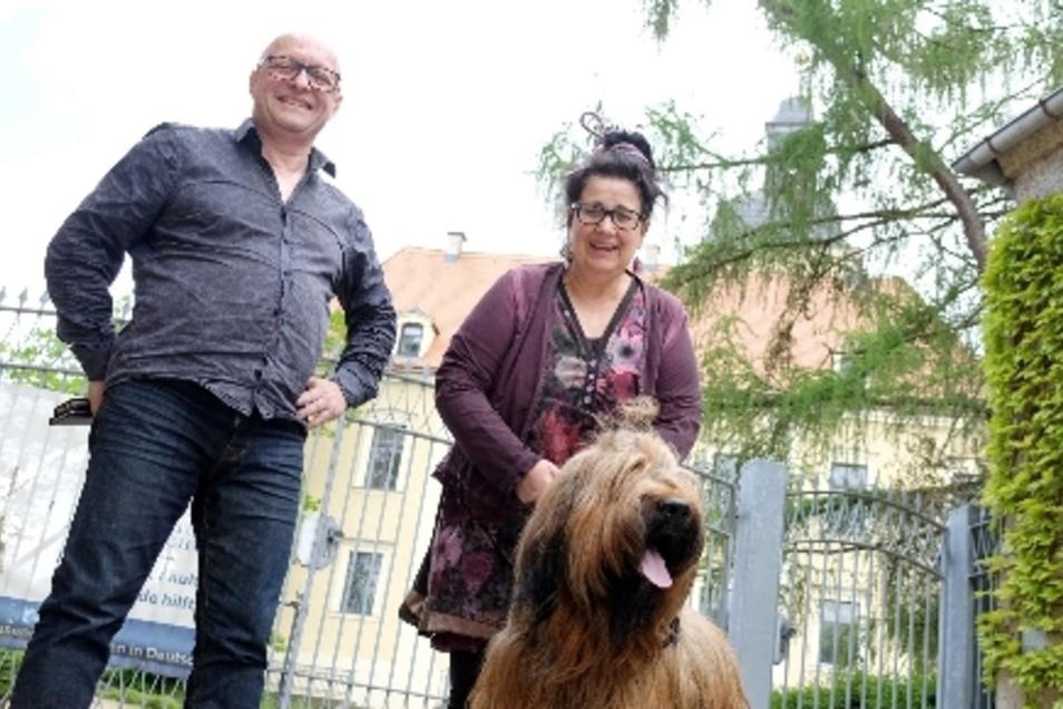 Gruppenbild mit Hund Aramis Arthur: Erika Koortmann und Antonio Antrilli organisierten von Freitag bis Sonntag kreative Frühlingstage in Hirschstein.